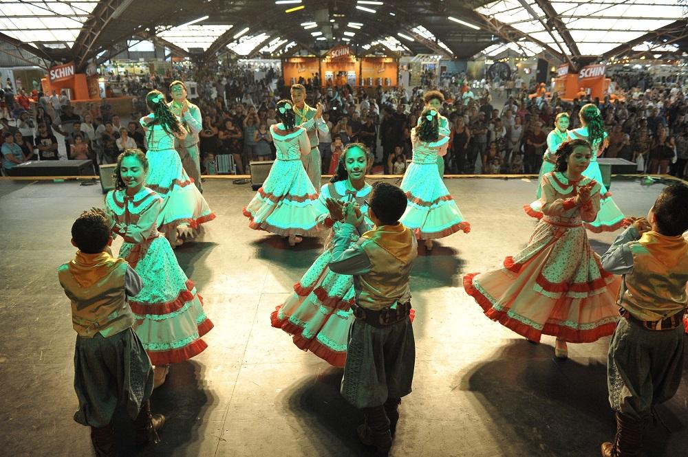 Shows nacionais, Saguzaço e parque cheio marcam primeiros dias da Festa da Uva 2019