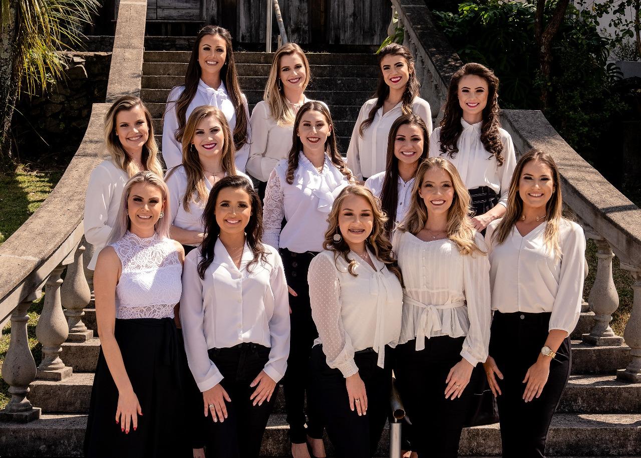 Candidatas a Rainha e Princesas cumprem primeira agenda de compromissos com a Festa da Uva