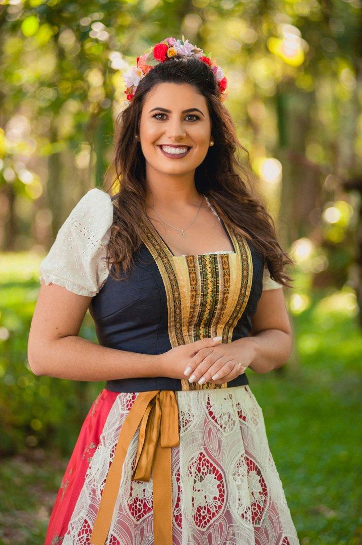 Larissa Endler Bosquetti