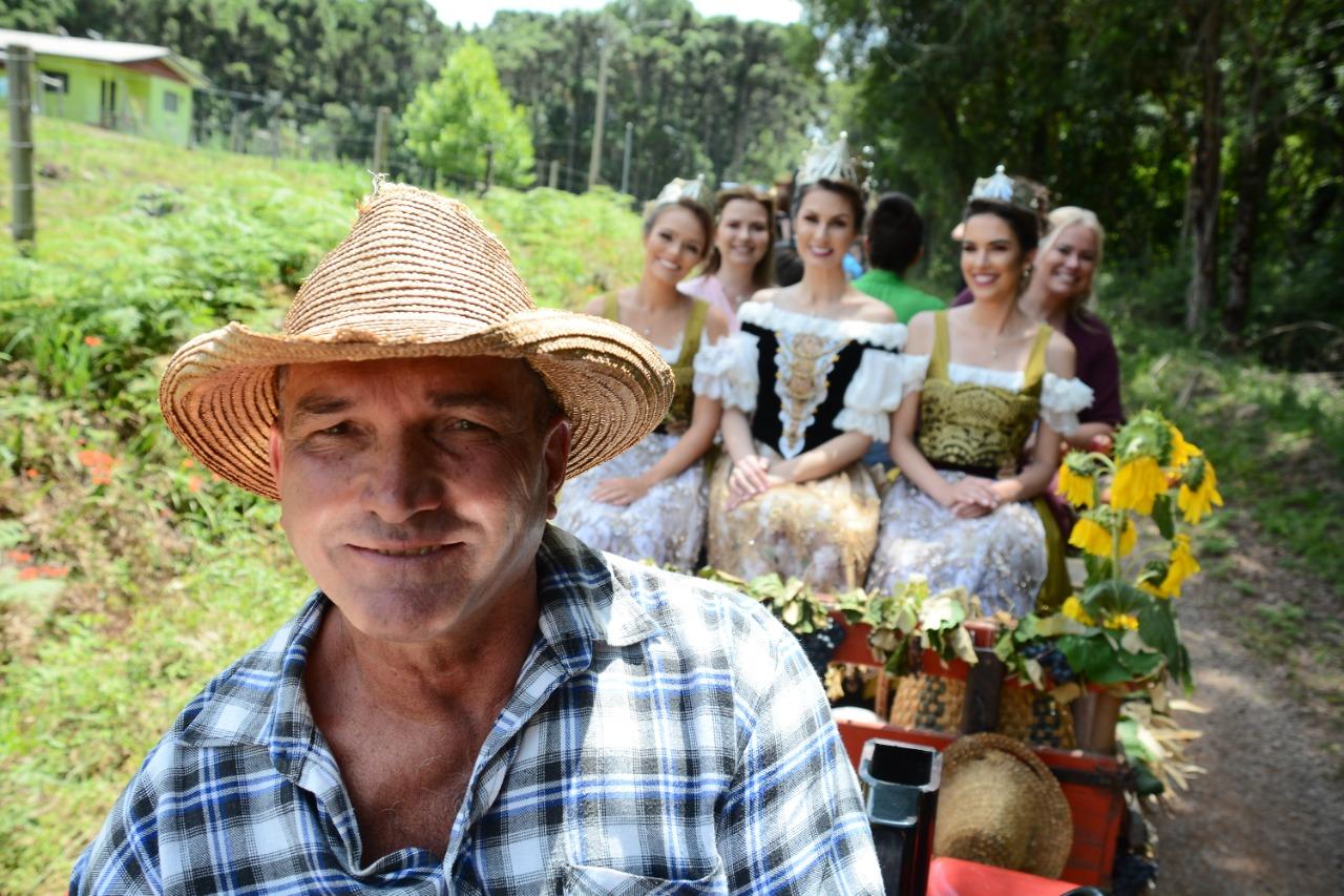 Rainha e Princesas da Festa da Uva abrem oficialmente a Colheita em Caxias do Sul