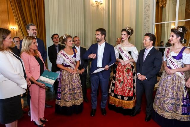 Comitiva entrega convite oficial ao governador  para abertura da Festa da Uva 2019