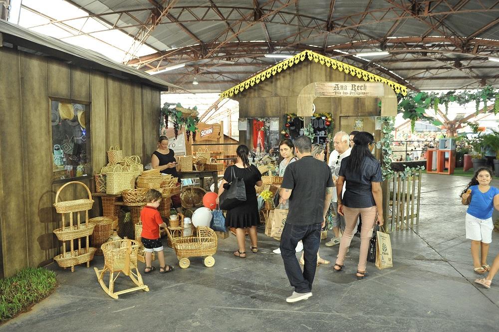 Vila dos Distritos acolhe visitantes no  Pavilhão Nostra Gente da Festa da Uva 2019