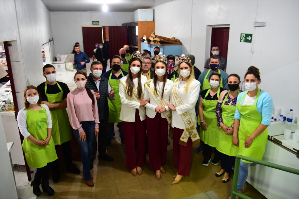 Soberanas da Festa da Uva 2022 participam de almoço festivo em Vila Oliva