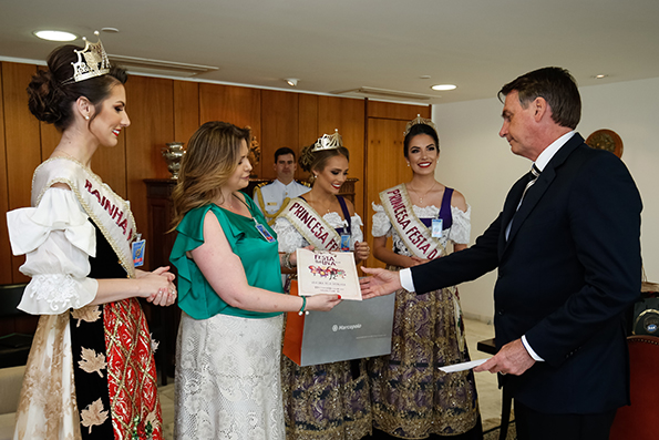 Presidente Jair Bolsonaro recebe    convite oficial para a Festa da Uva 2019