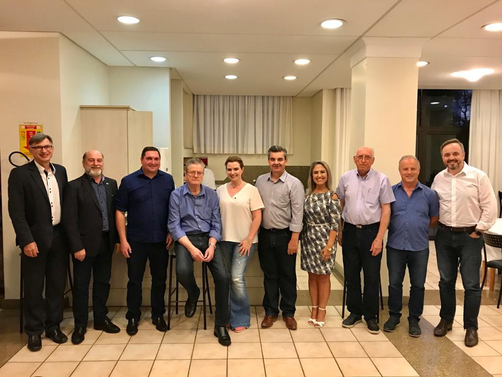 Festa da Uva abre cadastro para fornecedores de serviços artísticos interessados em participar do Desfile Cênico Musical 2022