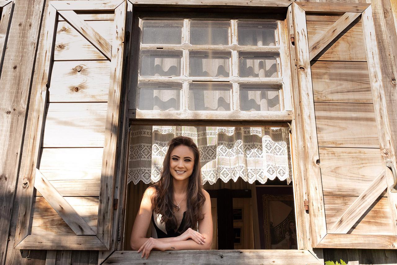 Concurso de Rainha e Princesas da Festa da Uva 2021  tem sua primeira candidata
